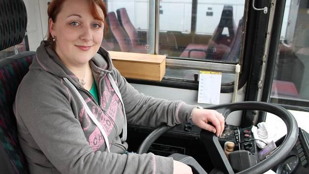 Za volantem autobusu bude Tereza Průchová k vidění již koncem března.