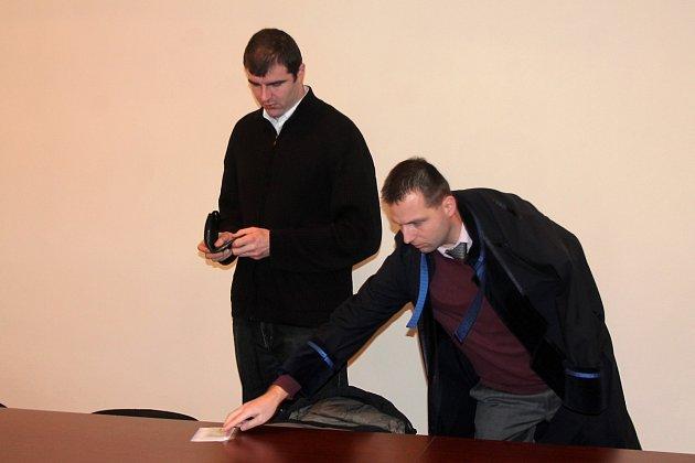 Obžalovaný František Němec (vlevo) se svým advokátem.