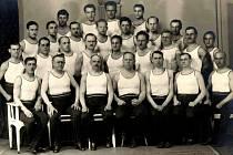 Cvičitelský sbor Sokola Klatovy v roce 1930