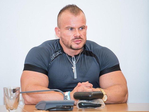 Český reprezentant v kulturistice Jakub Šubrt na semináři v Klatovech v srpnu 2016
