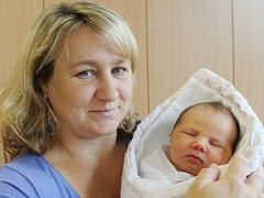 Terezie Kocumová ze Železné Rudy (4250 g, 53 cm) se narodila vklatovské porodnici 2. srpna ve 13.38 hodin. Rodiče Lenka a Martin věděli, že Martínkovi (5) a Adámkovi (2) přivezou sestřičku.