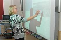 Nová počítačová učebna v nýrské základní škole v Komenského ulici