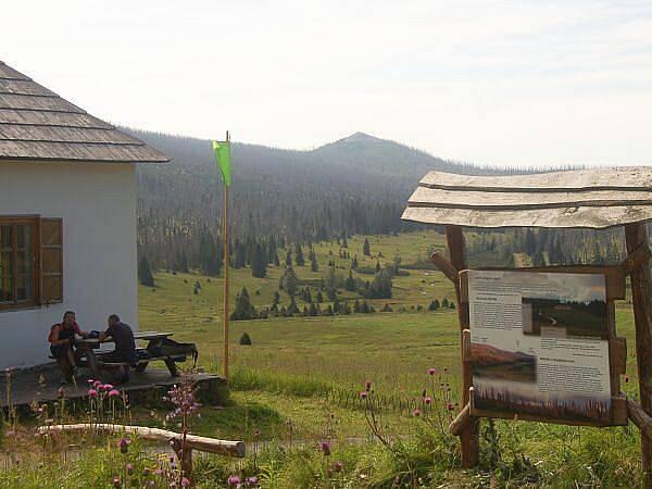 Cesta na Modrý sloup, pohled z Březníku na Luzný