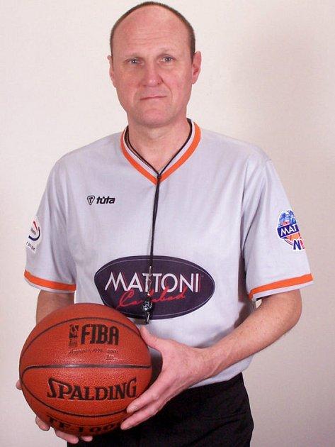 Basketbalový rozhodčí Václav Galajda.
