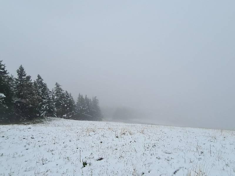 Sníh na Velkém Javoru na Šumavě.