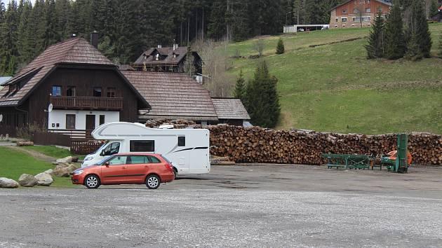Současné místo pro parkování na Modravě.
