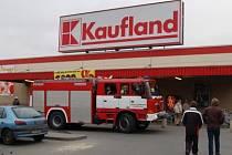 Hlášení o požáru v Kauflandu bylo naštěstí jen chybou elektrické požární signalizace