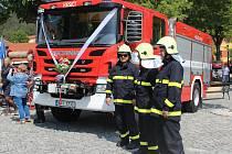 Křest hasičských aut v Rabí.