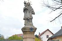 Socha sv. Jana Nepomuckého v Dolanech.