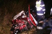 Při čelní srážce s náklaďákem zemřel řidič oktavie