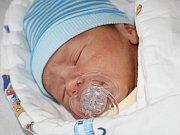 Kristian Škvara z Kašperských Hor (2920 g, 45 cm) se narodil v klatovské porodnici 24. července v 8.17 hodin. Rodiče Jaroslava a Radek věděli, že jejich prvorozené dítě bude syn, kterého vítali na světě společně.