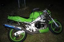 Nehoda motorkáře při honičce s policií v Klatovech.