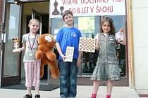 Na snímku je trojice klatovských šachistů ve složení (zleva): Petrová, Hurdzan a Koucha.