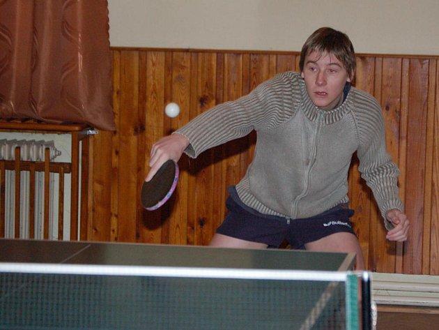 Maximálně spokojený byl po přeboru odborů Sport pro všechny v Dolanech mochtínský stolní tenista Michel Soběhart. Ve dvouhře  v kategorii mužů vybojoval stříbro a  ve čtyřhře  společně s Janem Cibulkou z Mochtína nenašel přemožitele