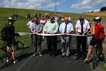Slavnostní otevření nově dokončené části cyklostezky číslo 38 ve Vrhavči.