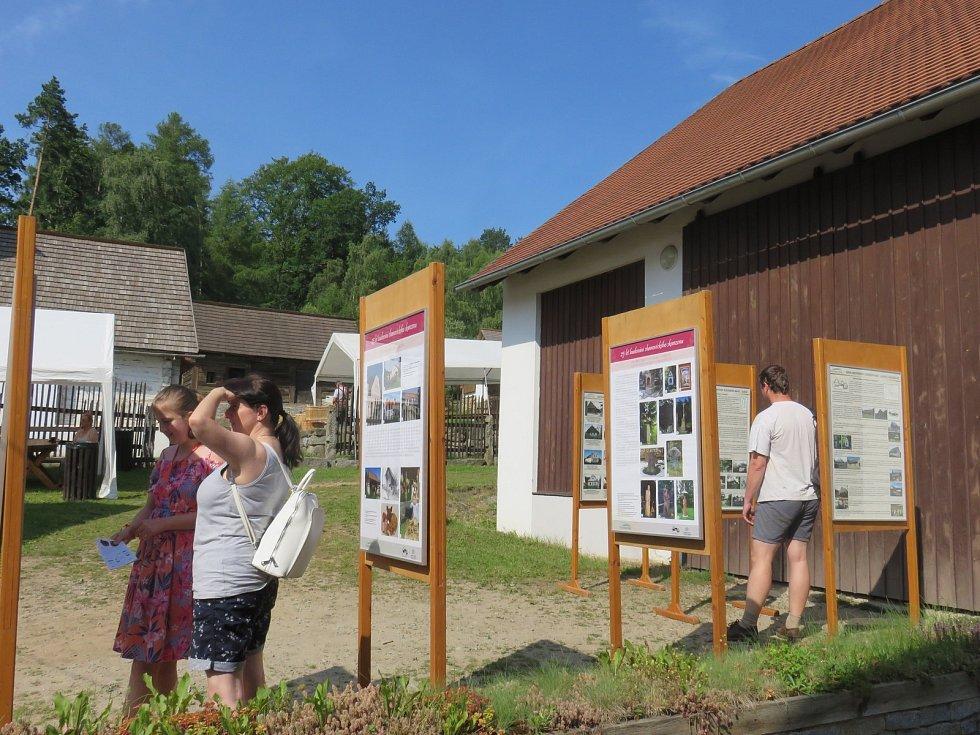 Výstava o 25 letech budování skanzenu.