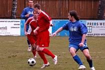 Fotbalisté Klatov (v červených dresech) v utkání divizní skupiny A doma remizovali s favorizovanou Třeboní 0:0.