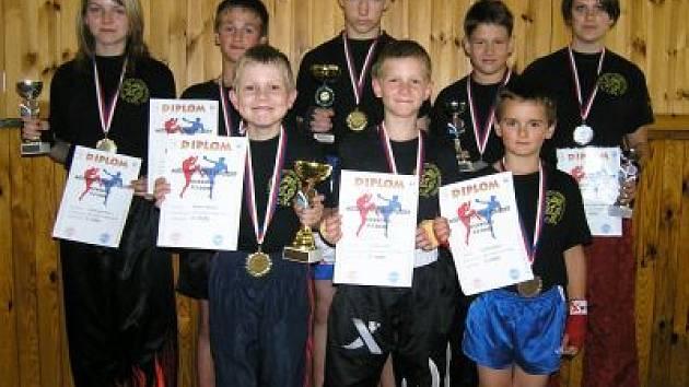 Na snímku jsou klatovští medailisté (zleva): Tomanová, Pagurko, Šebek, Pytel, Vanka, Hrdlička, Idlbek, Martínková.