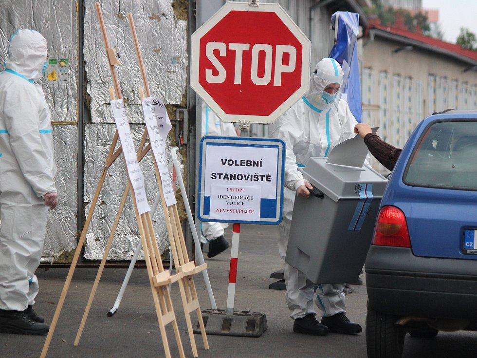 Volby na drive-in v Klatovech.
