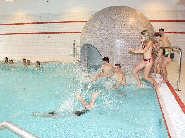 Otevření přístavby krytého bazénu v Klatovech.