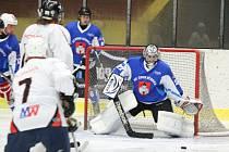 Hokejisté HC 2009 Nýrsko (na archivním snímku hráči v modrých dresech) deklasovali HC Tomahawk 11:5.
