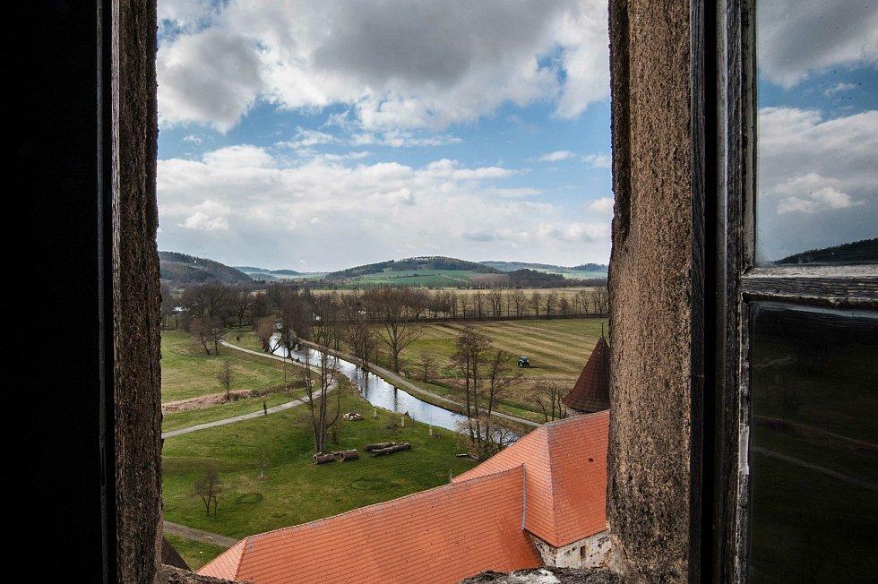 Návštěvníkům se z věže nabízí krásný výhled do krajiny.