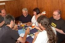 Degustátoři hodnotili u piva v Klatovech nejen chuť, ale i vzhled, vůni či kvalitu pěny.