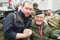 Miloš Ryneš z Klatov (vlevo) s americkým veteránem Erikem O. Petersenem