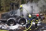 Hasiči bojovali na Železnorudsku s požárem vyvážecího traktoru. Foto: SDH Železná Ruda