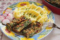 Špenátové řezy s bramborovou kaší.