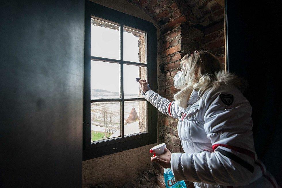 Drobné leštění oken po následném nasazení.