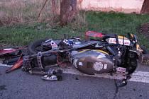 Pro těžce raněného motocyklistu letěl vrtulník