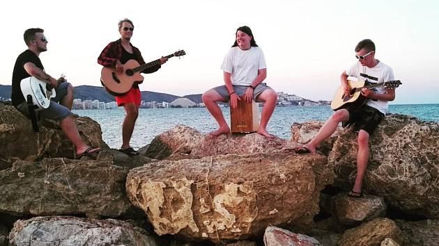 Adys s kapelou ve Španělsku.