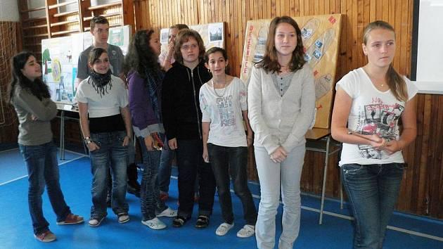 Sedmá A (na snímku) si připravila prezentaci o Bystřici.
