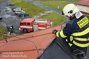 Vichřice připravila na Klatovsku o elektřinu deset tisíc domácností