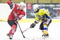 Třetí čtvrtfinále play-off druhé ligy: SHC Klatovy (červené dresy) - HC Kobra Praha 7:3