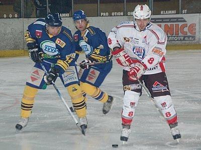Druholigoví hokejisté SHC Klatovy podlehli v utkání devátého kola nadstavby sudá - lichá svým hsotům z Milevska 1:3.