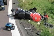 Nehoda motocyklu a nákladního automobilu na silnici mezi Hlubokou a Loučimí na hranici mezi Klatovskem a Domažlickem