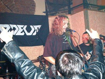 Neuvěřitelných dvacet let existence oslavila v sobotu na Střelnici se svými fanoušky klatovská metalová skupina Asmodeus