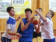 Basketbal, krajské finále SŠ: Gymnázium Klatovy (modří) - Gymnázium Domažlice
