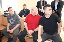Jan a Jaroslav Dobošovi a Jaroslav Mareš u klatovského soudu.