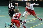 PG 2020 - G18: Sport Club Klatovy (bíločervené dresy) - Tatran Střešovice (černé dresy).
