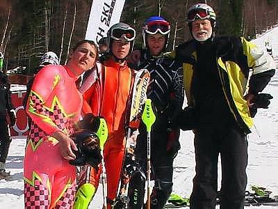 Trojice lyžařů ze Špičáku. Na snímku jsou zleva  Václav Kulich, Daniel Láska, Daniel Ruml  a trenér Jaroslav Frič.