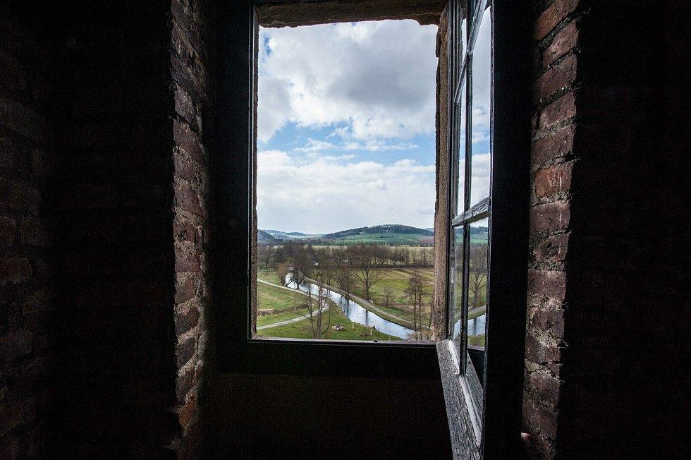 Výhled z věže na jižní stranu.