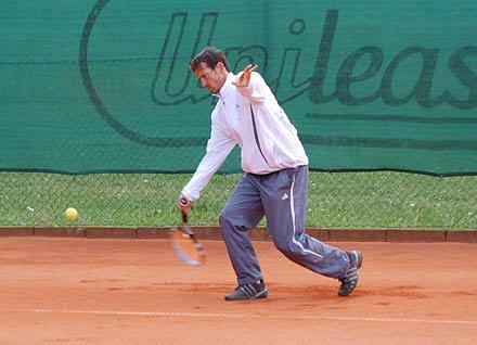Další úspěch  si připsali klatovští tenisté  v ligové soutěži, když na domácí půdě porazili  plzeňskou Lokomotivu – sympatický tým, za který před několika lety hrálo i  několik hráčů z města karafiátů.