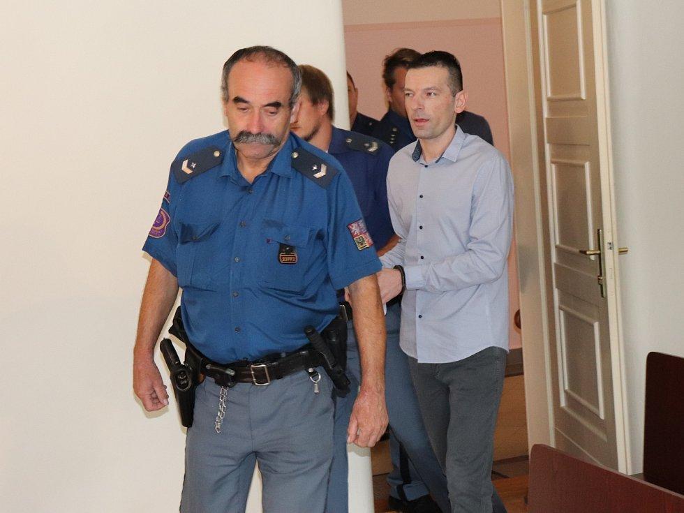 Václav Chaloupek u soudu.