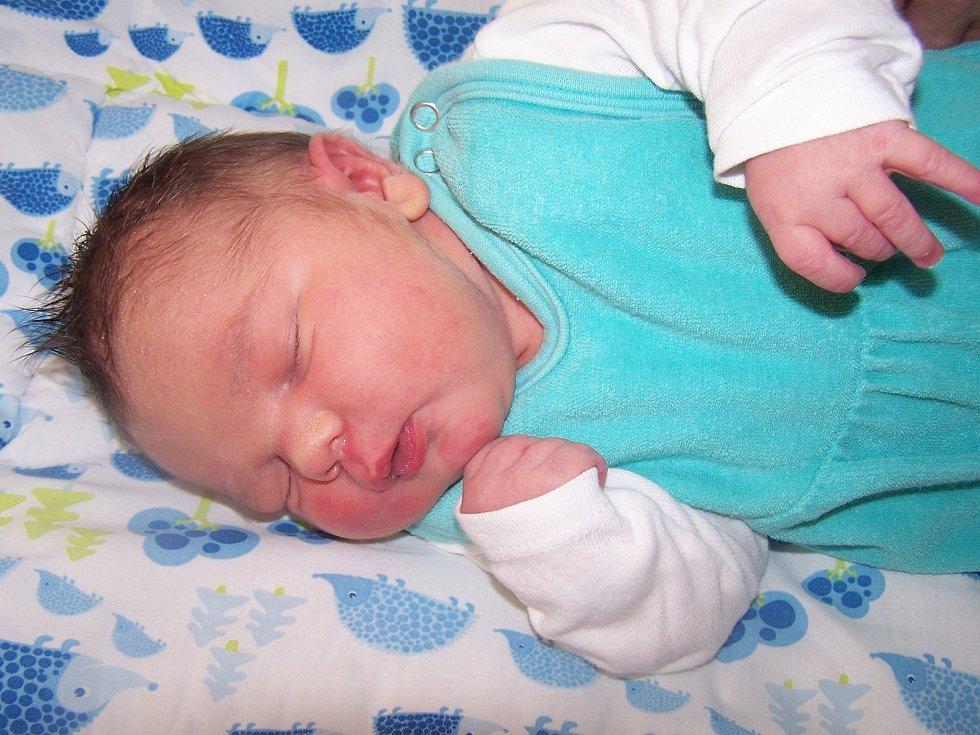 Jan Bouberle z Klatov (3990 g, 50 cm) se narodil v klatovské porodnici 1. listopadu v 13.41 hodin. Rodiče Kristýna a Radim si nechali pohlaví miminka jako překvapení až do poslední chvíle. Z brášky má radost i Zuzanka (4,5 roku).