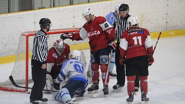 Béčko hokejových Klatov zahájilo sezonu ziskem pěti bodů.