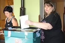 Nové volby v obci Javor 20. 7. 2013. Volí Magdalena Krejčová