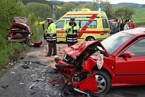 Policisté vyšetřují čelní srážku dvou aut u Plánice